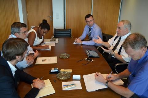 Philippe Germain et Julian Wilson se sont entretenus pendant près d'une heure, en présence du chef du bureau de l'Union européenne pour les PTOM du Pacifique, Tomas Mateo Goyet.