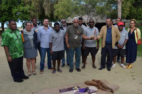 Didier Poidyaliwane aux côtés des acteurs du projet après le geste coutumier.