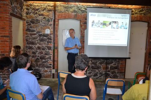 Les participants ont assisté à des conférences sur les notions de risques psychosociaux (RPS), de qualité de vie au travail (QVT) et de santé qualité de vie au travail (SQVT).
