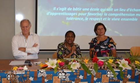 Le vice-recteur, la membre du gouvernement en charge de l'enseignement et la directrice de l'enseignement ont ouvert le séminaire.