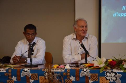 Pendant le séminaire, Yves Bernabé (à gauche) a animé une conférence sur le thème « Perspectives actuelles de l'enseignement des langues vivantes régionales ».