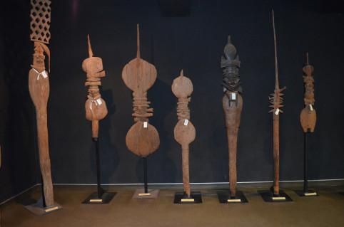 Les objets de l'exposition permanente ont été étiquetés en vue de leur prochain déménagement.