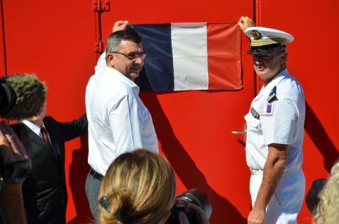 Vendredi 7 juillet 2017 : Philippe Germain et l'adjoint interarmées du commandant supérieur des Fanc, Jean-Louis Fournier, s'apprêtent à dévoiler la plaque inaugurale du simulateur.
