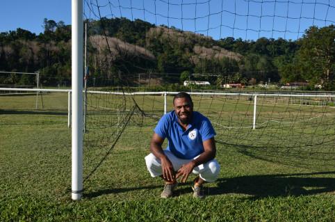 William Tsirione est l'éducateur sportif de Ponérihouen.