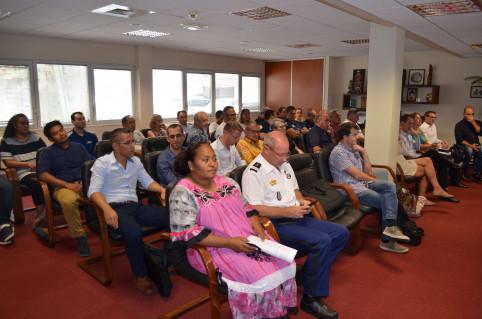 Concessionnaires automobiles, assureurs, représentants des maires du Grand Nouméa, gendarmes, policiers et agents de la DTSI et de la DITTT ont assisté au lancement du téléservice.