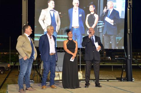 Yoann Lecourieux, membre du gouvernement, aux côtés des organisateurs du Grand prix 2019 : Vanessa Moglia, présidente de la société des courses hippiques de La Foa et Jean-Pierre Aïfa, président de la FHNC.