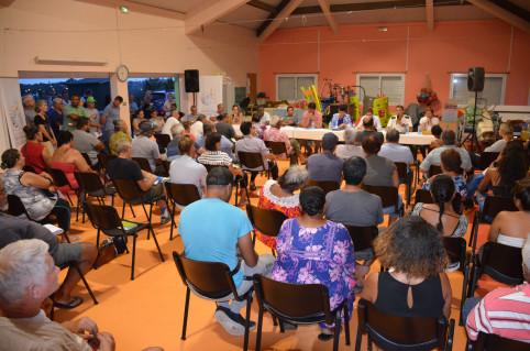 Près de 120 personnes ont assisté à la réunion. Parmi elles, des riverains du CISE et des parents d'élèves de l'école L'Oasis.