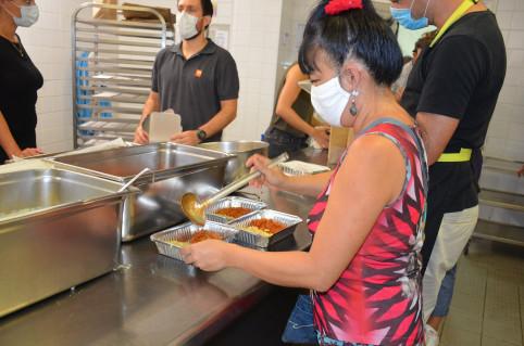 De nombreux volontaires étaient mobilisés ce samedi 18 avril pour la préparation de repas solidaires.