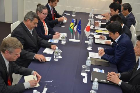 Bilatérale avec le Premier ministre japonais. Au 1er plan à gauche, l'ambassadeur de France.
