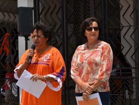 Rolande Trolue, du secteur de la condition féminine, a prononcé le discours de Déwé Gorodey avant de laisser la parole à Cynthia Ligeard.