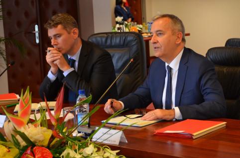 « Ce déplacement en Nouvelle-Calédonie est important », a souligné Denis Robin.