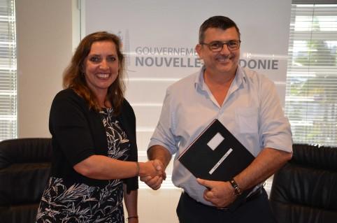 La consule générale adjointe d'Australie a signé l'accord de coopération au nom de l'APRA (Australian Prudential Regulation Authority, l'autorité australienne de contrôle des assurances).