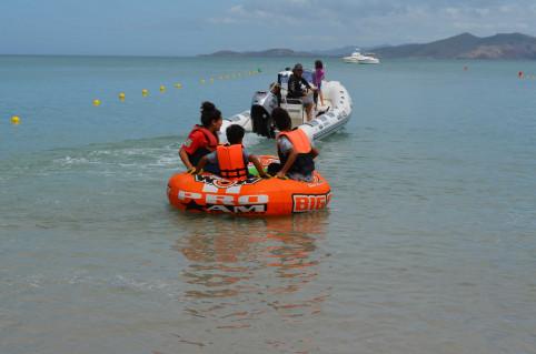 Au hit-parade des activités nautiques, la bouée tractée.