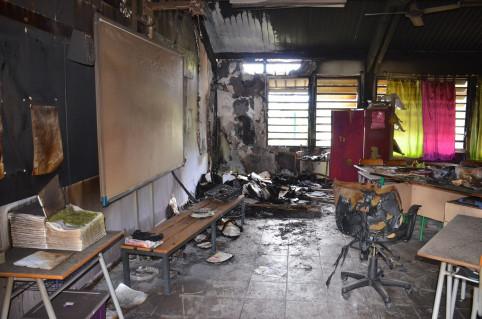 Les classes ont été la proie des flammes dans la nuit du 9 août.