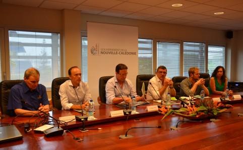 Aux côtés des signataires, Bernard Laflamme, directeur général de la SLN, Jean-Michel Deveza, directeur général d'Enercal et Nina Julié, présidente d'ACE.