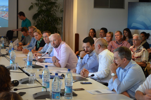 Un bilan de la mission a été organisé au gouvernement. Une trentaine d'entreprises ayant fait le voyage à Fidji étaient présentes.