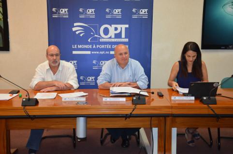 Philippe Gervolino, directeur général de l'OPT-NC, Yoann Lecourieux, président du conseil d'administration de l'OPT-NC et membre du gouvernement chargé du budget et des finances, et Charlotte Vergès, directrice marketing de l'OPT-NC.