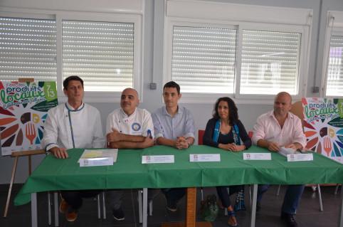 Les organisateurs  de la Fête des produits locaux dont Gabriel Levionnois, à gauche, Dominique Wing-Ka à ses côtés et Philippe Blaise, à droite.