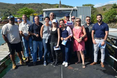 La visite s'est déroulée en présence de représentants de la province Sud, du cluster maritime et de plusieurs entreprises installées dans la baie.