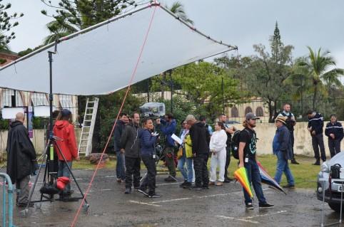 Au 2e jour du tournage, techniciens et comédiens s'activaient sous l'averse à Nouville, aux abords du CREIPAC.