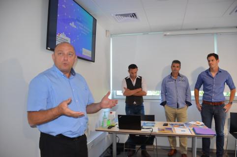 L'appli NC Drones a été présentée aux médias le 9 juillet en présence de Jean-Claude Gouhot, directeur de l'Aviation civile (à g.).