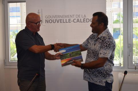 Andrew Foran (à g.) coordonne le programme régional de l'IUCN.