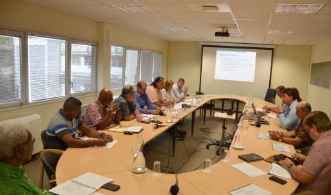 Présidé par Thierry Santa et Gilbert Tyuienon, le premier comité de pilotage des Assises du nickel s'est réuni le 2 septembre au gouvernement.