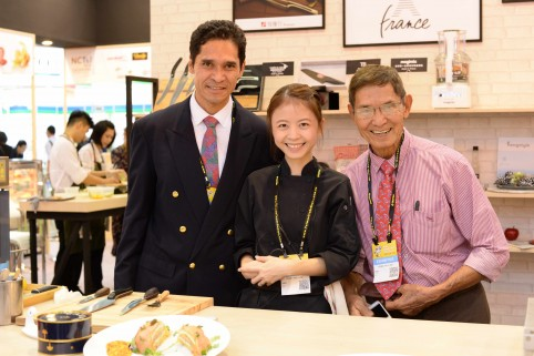 Karl et Michel Nguyen (Côté Mer) autour de Vanessa Huang, chef taïwanais formée à Paris.