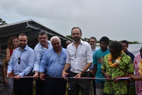 L'inauguration de la centrale s'est déroulée en présence du président du gouvernement Philippe Germain et du président de la province des Îles, Néko Hnepeune.