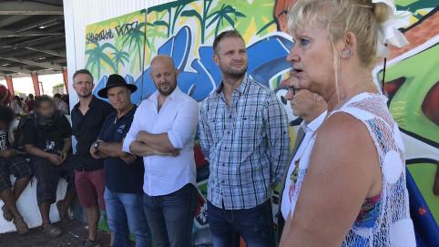 Inauguration de la fresque avec deux des quatre jeunes (tout à gauche), Sham, Gérard Pasco, Christopher Gygès et Nicolas Metzdorf, Gilles Rosati, et Christiane Tetu-Wolff.