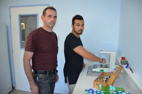 Kévin Aubry (à droite) et son tuteur, Arnaud Brizard, du labo de la Davar.
