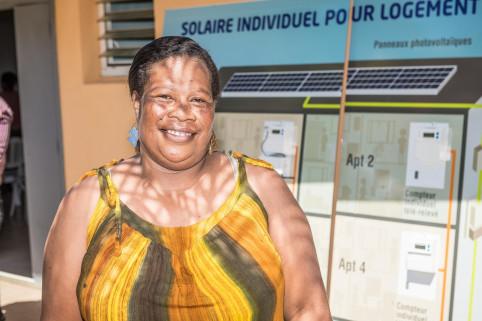 Babette, résidente de Calédonie Est, a vu sa facture de courant fondre comme neige au soleil ! ©Eric Deroche