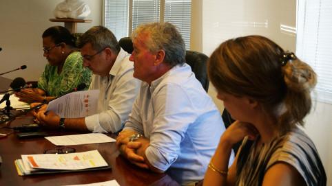Valentine Eurisouké, Philippe Germain et Jean-Paul Grangeon, directeur adjoint de la DASS ont présenté le plan d'action contre la dengue.