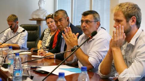 La signature s'est déroulée en présence de François Tron, directeur de CI Nouvelle-Calédonie, de Sue Taei, directrice du programme Îles du Pacifique à CI et de Nicolas Metzdorf, membre du gouvernement en charge de la pêche.