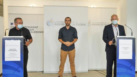 Lors du point presse, les membres du gouvernement interviennent aux côtés de Christopher Gygès.