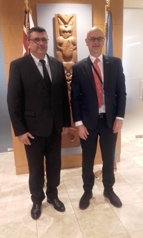 Philippe Germain et le représentant permanent de la Nouvelle-Zélande auprès des Nations Unies, Craig Hawke.