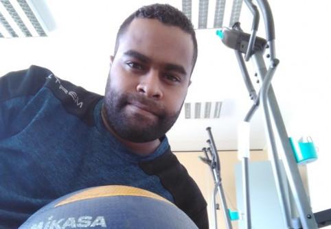 Poggi Enoka, éducateur sportif à Thio.