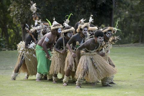 La prestation de la troupe Bua Kedeigne de Lifou s'est déroulée dans l'espace Ape Vila. (©Éric Dell'Erba).