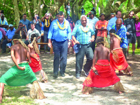 Les présidents du gouvernement et de la province des Îles, Philippe Germain et Néko Hnepeune, ont participé à la cérémonie (©M.Granados/ Lnc).