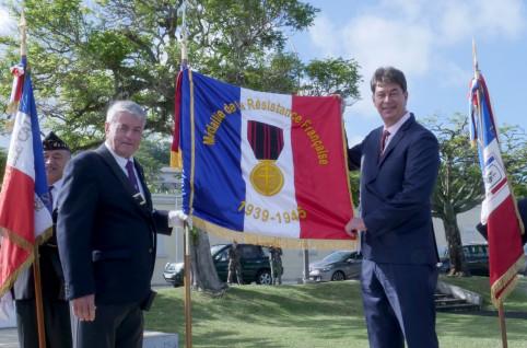 Thierry Santa et Jean-Michel Porcheron, qui a eu l'honneur de porter le drapeau.