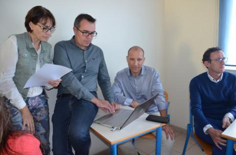 Le travail en groupes a été suivi d'une restitution devant l'ensemble des participants.