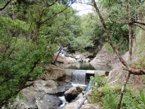 Plus de la moitié des captages pour la distribution d'eau potable se trouve sur terres coutumières. Ici, celui d'Ema à Canala.