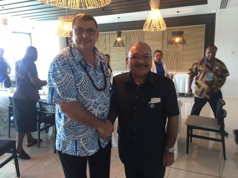 En compagnie de Peter O'Neill, Premier ministre de Papouasie-Nouvelle-Guinée.