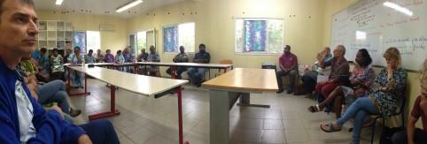 Réunion à la MFR de Koné. Au premier plan à gauche, Olivier Grzelak, chef du service enseignement agricole à la DAFE.