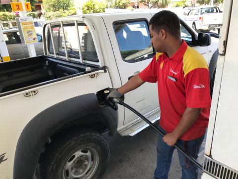 5 F de moins par litre de carburant, 15 % de remise sur un lavage, avantages sur la carte de fidélité, la compagnie pétrolière se tourne vers les seniors…