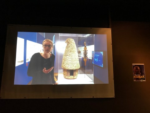 Visite guidée filmée de l'exposition « Trajectoires kanak : histoires de voyages en Nouvelle-Calédonie ».