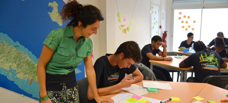 La coach, Marjorie Botella, a demandé aux jeunes d'établir une pyramide d'objectifs afin de donner du sens à leur projet.