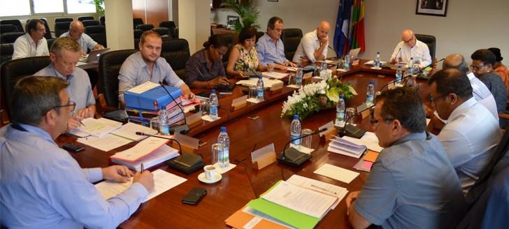 Les projets de budgets propre, de reversement et de répartition de la Nouvelle-Calédonie ont été examinés au gouvernement le mercredi 3 janvier. Ils seront débattus au Congrès le 23 janvier.
