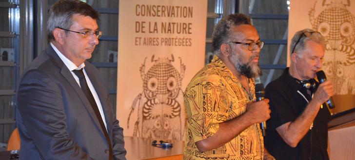 Philippe Germain et Emmanuel Tjibaou, directeur du centre culturel Tjibaou, lors de la présentation de la conférence.