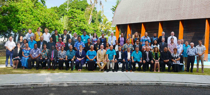 Photo officielle devant le siège de la Communauté du Pacifique.